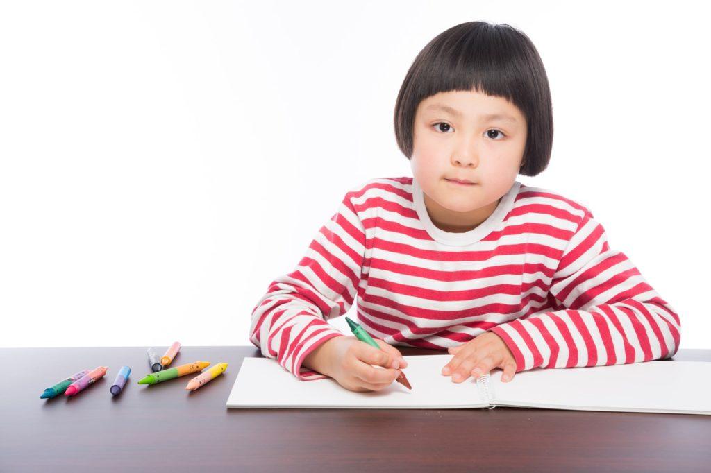 計算問題を解く女の子の画像